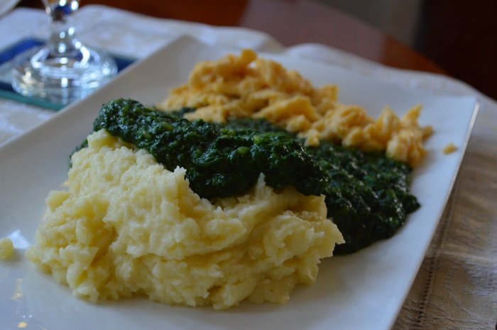Spinach with eggs and mashed potatos