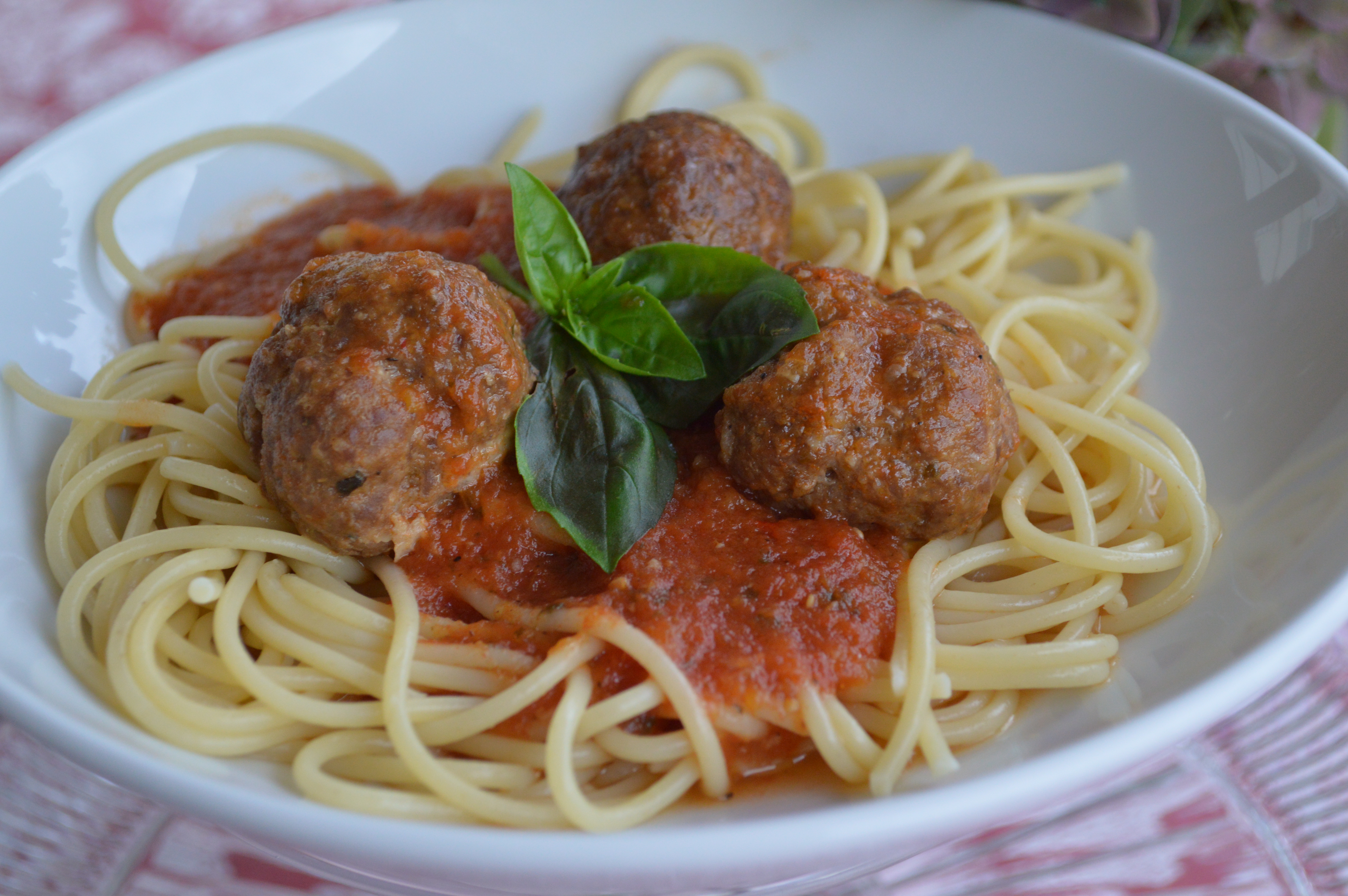 Homemade Pasta Sauce From Fresh Tomatoes And Spicy Italian Meatballs A German In Seattle